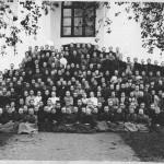 Gruppfoto utanför Björkö Kyrka Torneå